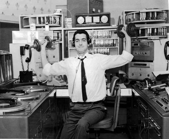 Yvan Ducharme dans son studio à CJMS en 1965.