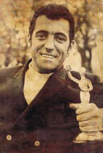 """Yvan Ducharme élu """"Personnalité radiophonique de l'année"""" en 1968."""