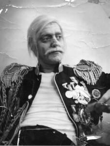 """Yvan Ducharme dans l'opérette """"Le margotton du bataillon"""" à la place des arts en 1966."""